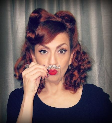 mustacheNecklaceSZD