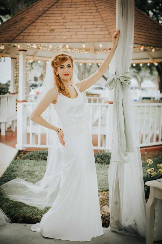 Vintage inspired wedding dress look