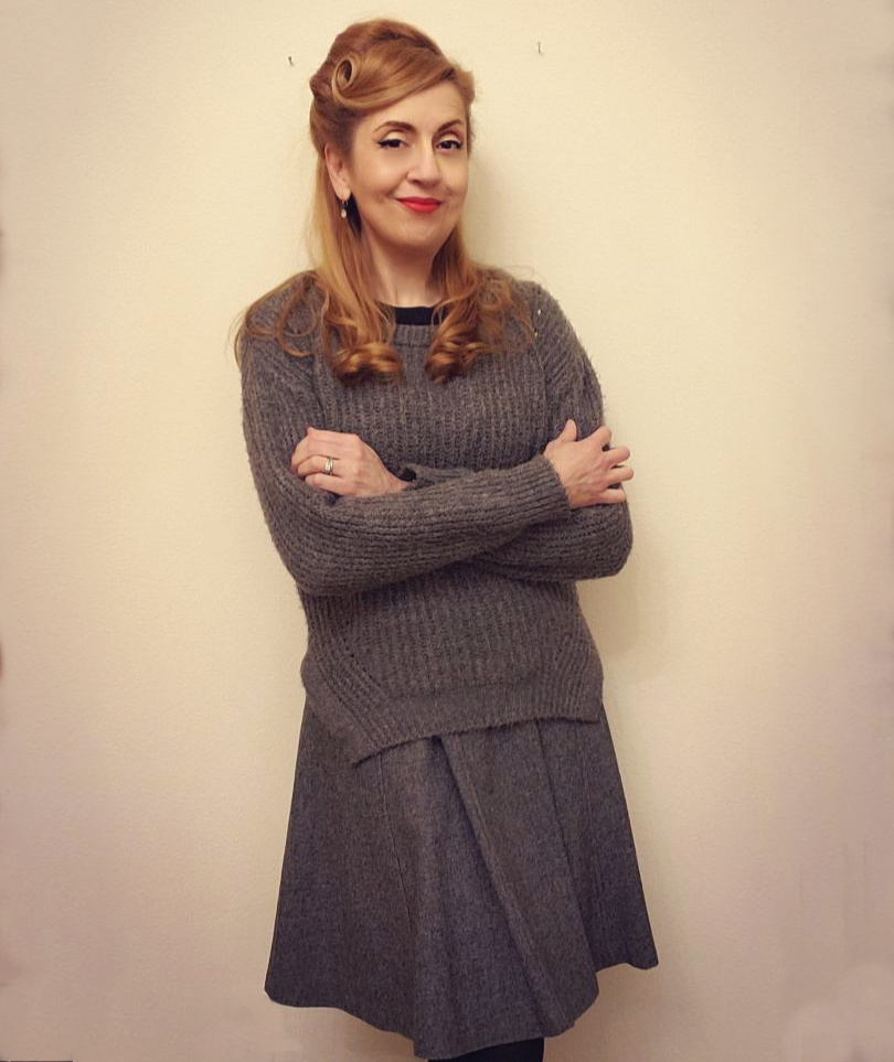Vintage style in winter: thick sweater top layer