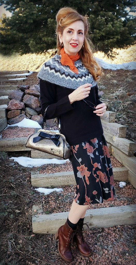 Vintage style look, vintage floral dress, fair isle capelet